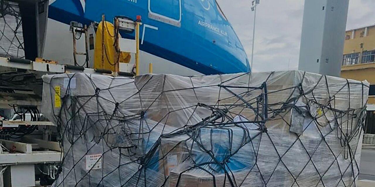 Donación de suministros médicos a Surinam por parte del gobi ...